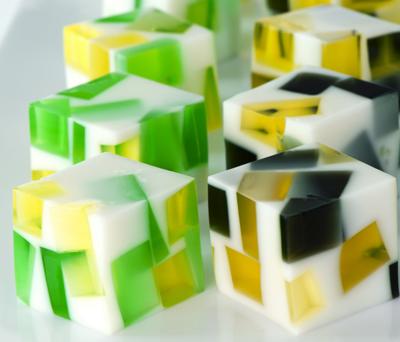 gelatina en forma de cubo