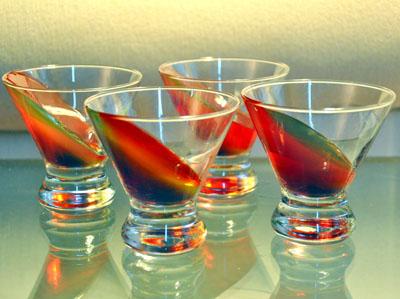 Jello-shots creativos desafían la gravedad